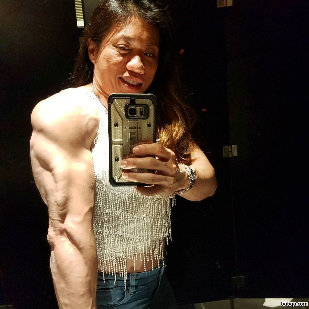 awesome lady with muscle body and toned biceps repost from g+