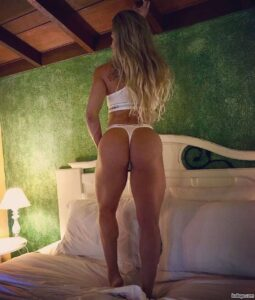 hot chick with muscular body and toned bottom image from reddit