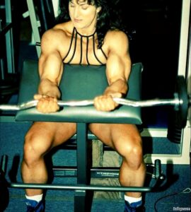 hottest female with strong body and toned arms picture from g+