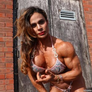 beautiful lady with muscular body and muscle bottom photo from insta