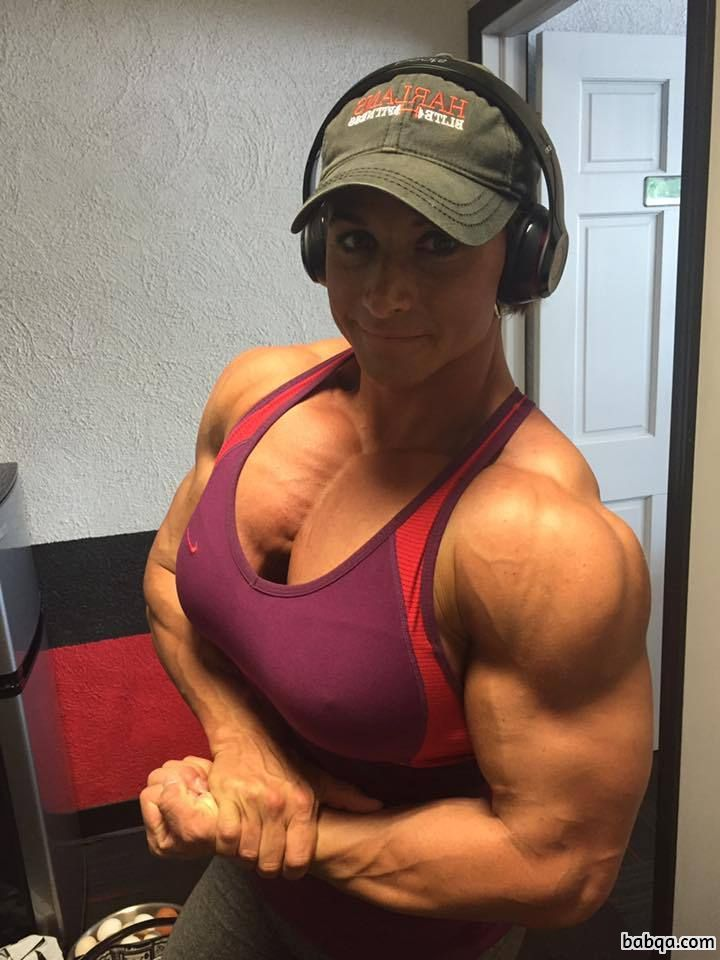 beautiful chick with muscular body and muscle bottom pic from reddit