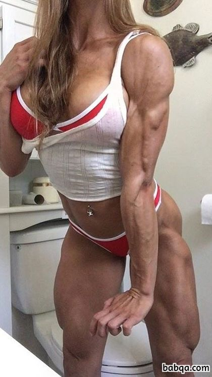 awesome female bodybuilder with muscular body and toned bottom post from tumblr