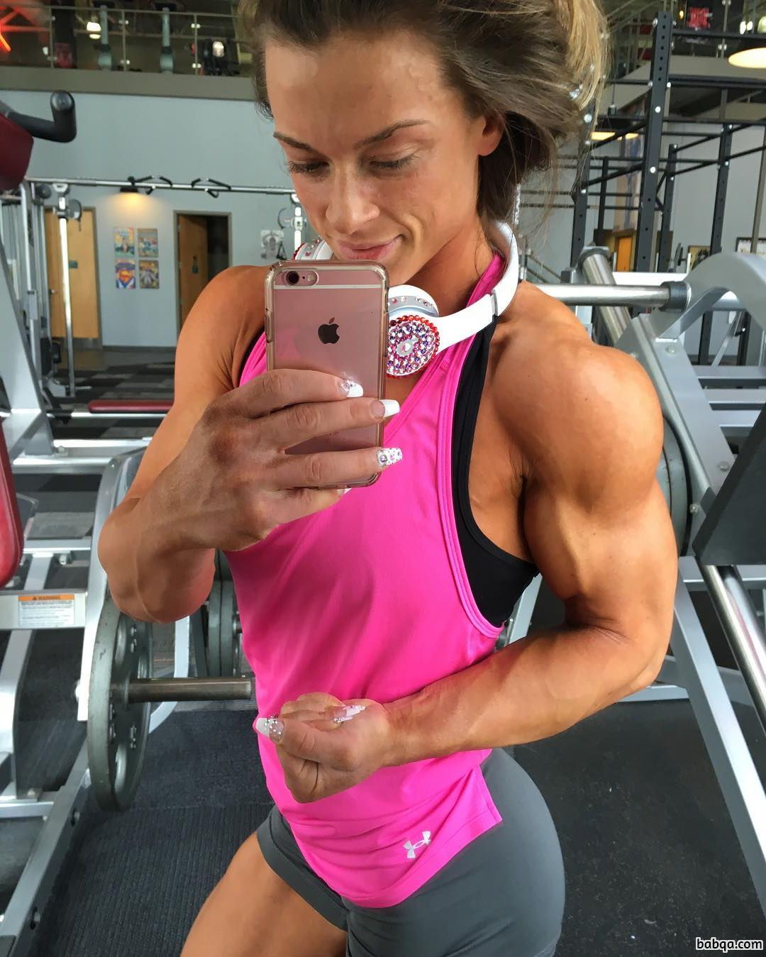 hottest female bodybuilder with strong body and toned legs picture from linkedin