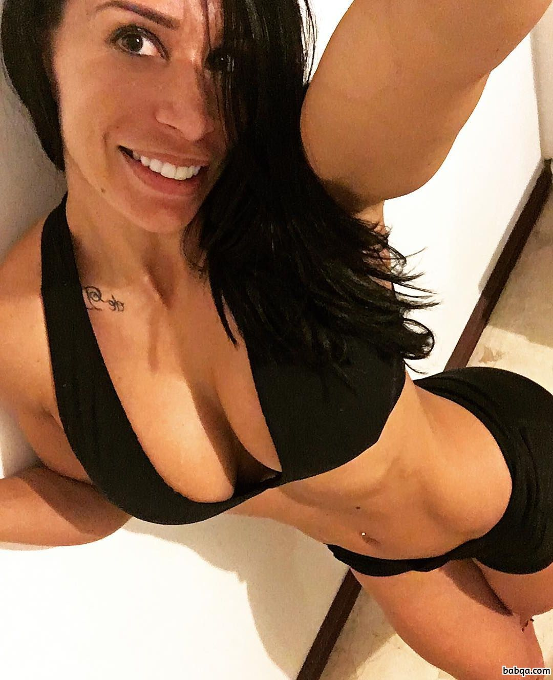 hottest lady with muscle body and muscle legs pic from reddit