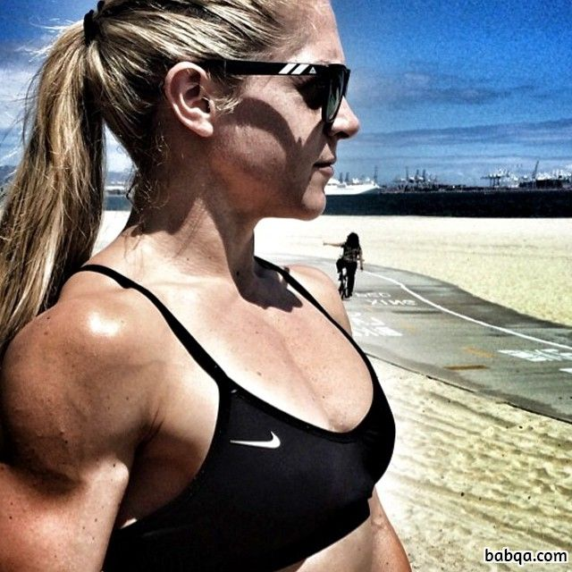 perfect lady with muscle body and muscle bottom image from linkedin