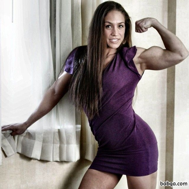 hot girl with strong body and toned arms pic from insta