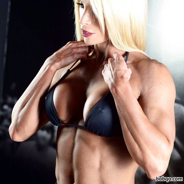 hot chick with muscle body and muscle bottom picture from reddit