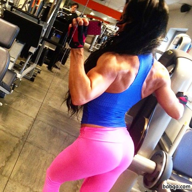 hot lady with muscle body and toned arms photo from reddit