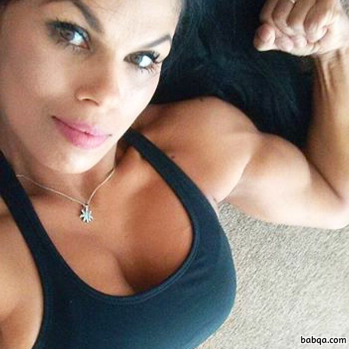 awesome chick with muscular body and toned biceps pic from g+
