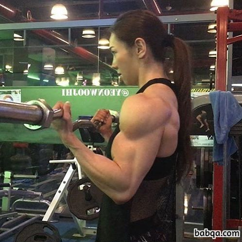 beautiful lady with muscular body and muscle arms post from reddit