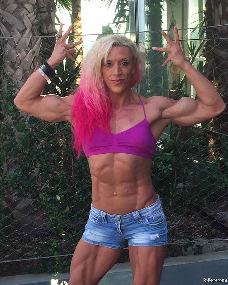awesome female bodybuilder with fitness body and muscle legs pic from flickr