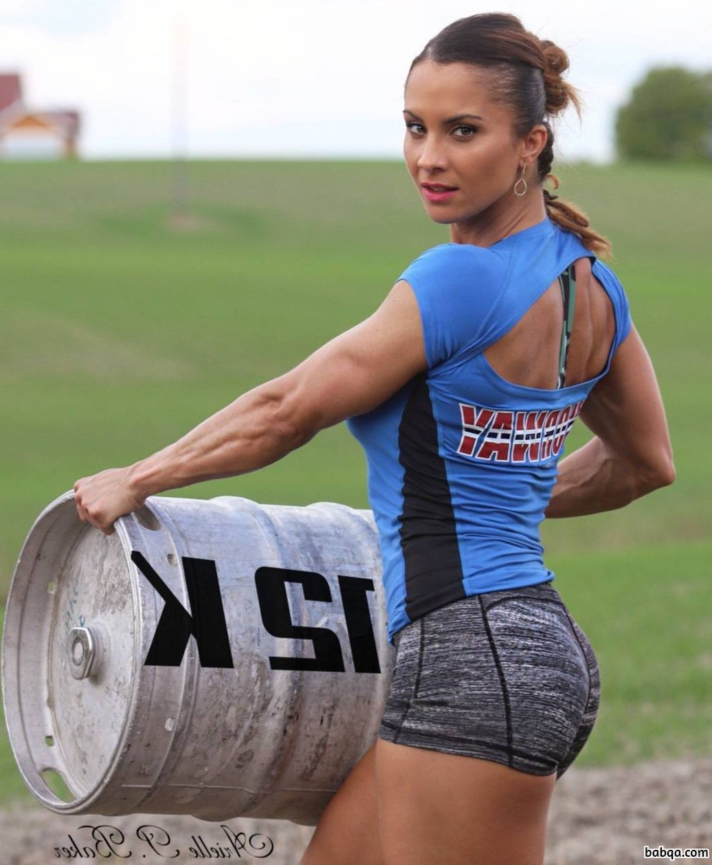 perfect babe with strong body and muscle legs post from g+