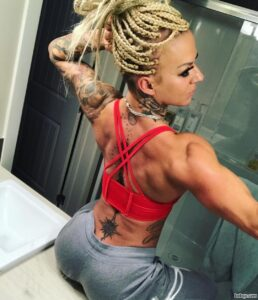 sexy chick with muscle body and muscle ass pic from g+