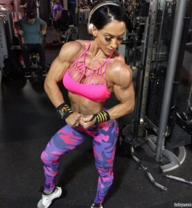 hot lady with muscular body and toned biceps post from reddit