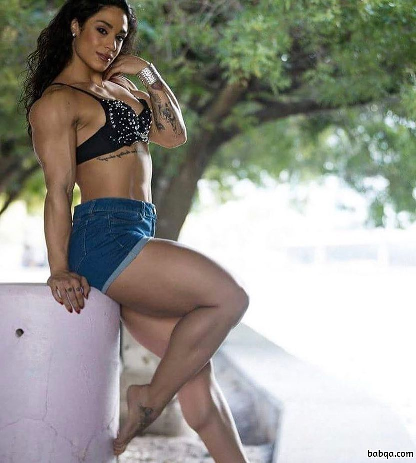 awesome woman with muscular body and muscle legs photo from instagram