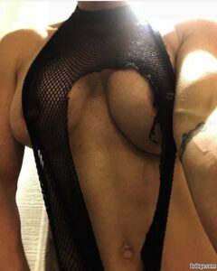 hottest chick with muscular body and toned ass post from insta