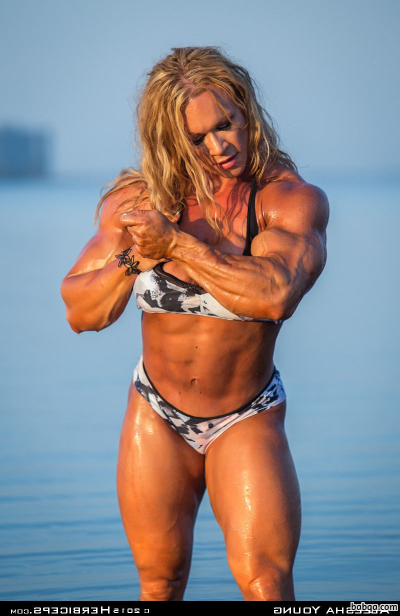 awesome lady with muscle body and muscle biceps post from reddit