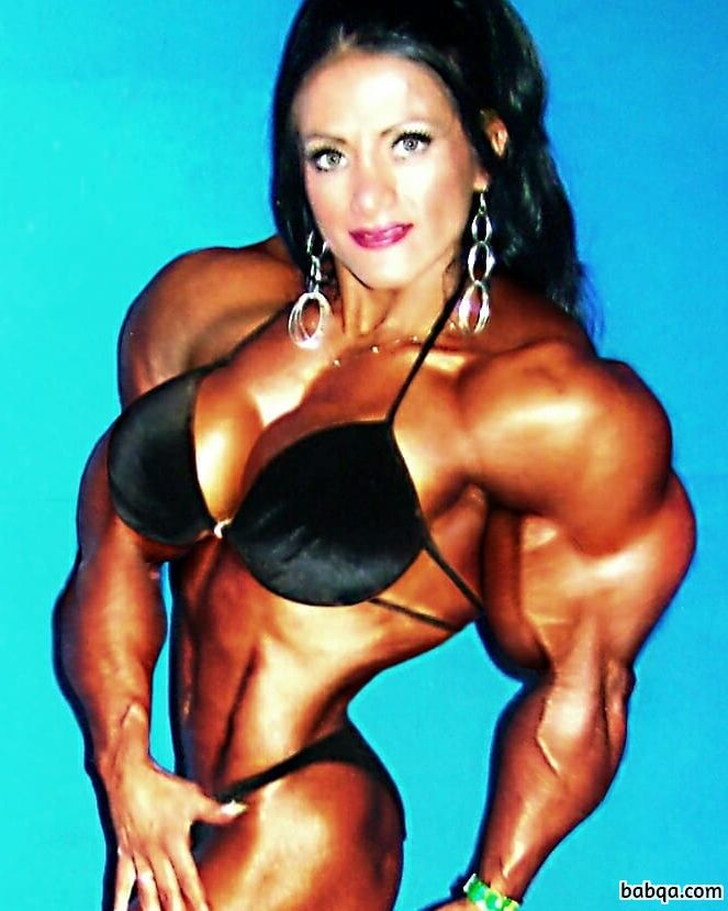 hot chick with muscle body and muscle bottom image from flickr