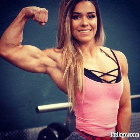 hot chick with fitness body and toned biceps pic from facebook