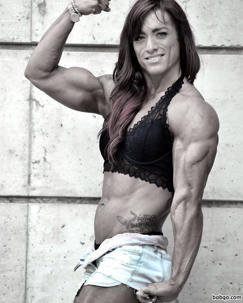 perfect babe with muscle body and muscle arms post from insta