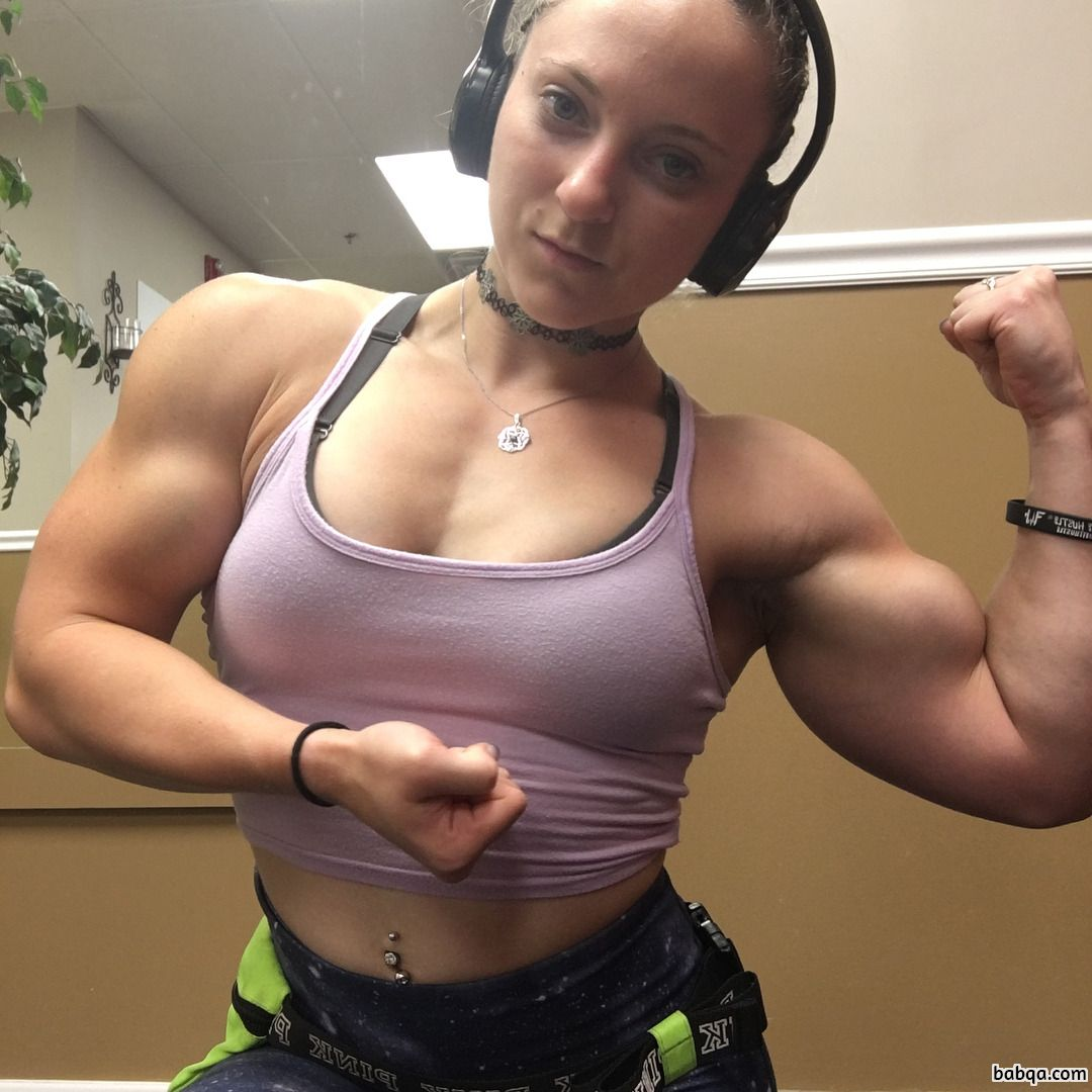 beautiful lady with muscular body and muscle bottom pic from facebook
