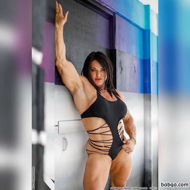 hot girl with fitness body and muscle legs post from g+