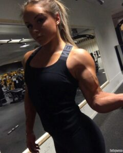 hot female bodybuilder with strong body and toned arms post from g+