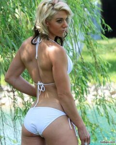 perfect lady with muscle body and muscle bottom image from g+