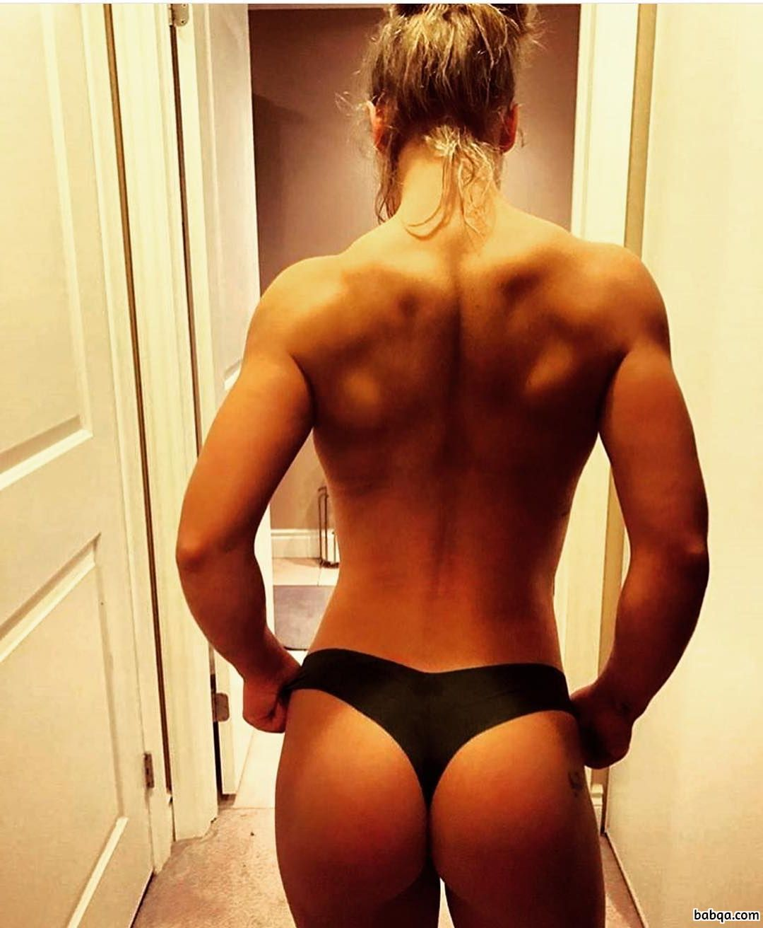 awesome female bodybuilder with strong body and muscle legs picture from insta